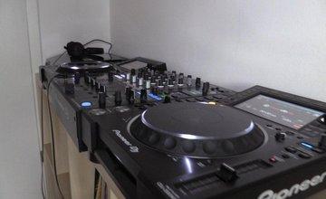 Mladík z Čadce predával prenajatú DJ techniku na internete