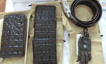 Zásielka s koženými výrobkami vyrobenými z krokodíla bola zaistená colníkmi v Žiline