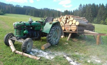 Muža v obci Podvysoká zavalil 5.augusta 2017 traktor