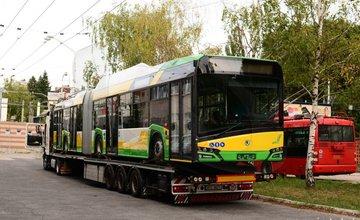 Prvý trolejbus Škoda 27 Tr Solaris dorazil na skúšky do Bratislavy