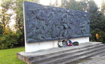 Reliéf SNP na Cintoríne Červenej armády na Bôriku v Žiline