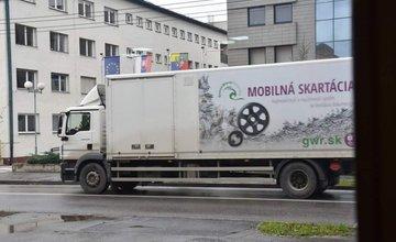 Mobilná skartácia pred úradom ŽSK