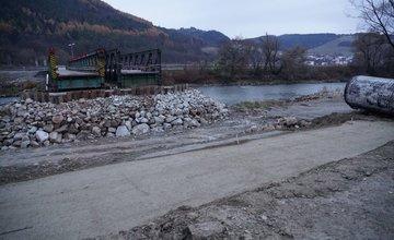 Aktuálny stav prác na dočasnom moste do mestskej časti Vranie