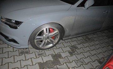 Poškodené pneumatiky na ulici Mládeže v Martine, 25.11.2017
