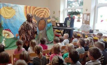 Divadelný klub Makovice na návšteve v materských školách