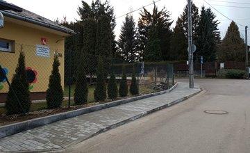 Rekonštrukcia chodníka, parkoviska a oplotenia pri ZŠ s MŠ Trnové
