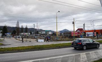 FOTO: Prvé práce na stavbe predajne KIKA na sídlisku Vlčince sa už začali
