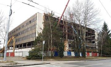Prestavba administratívnej budovy na Vlčincoch sa začala, práce majú trvať rok