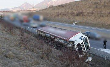 Dopravná nehoda kamión na diaľnici - Považská Bystrica
