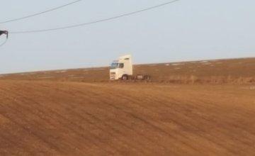 Nákladné autá v zákaze na ceste medzi Rosinou a Bytčicou