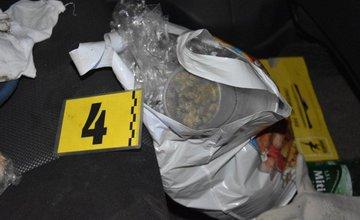 Polícia v Liptovskom Mikuláši zadržala dvoch 19-ročných mladíkov s drogami