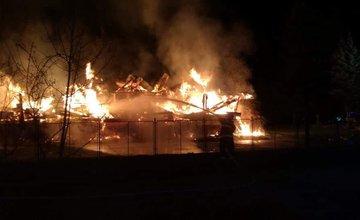 AKTUÁLNE: Žilinskí hasiči zasahujú pri veľkom požiari v Považskej Bystrici