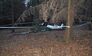 Pri Babkove zasahovali záchranári aj hasiči kvôli spadnutému vetroňu
