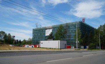 Aktuálny stav prác na prestavbe administratívnej budovy na ulici Obchodná, sídlisko Vlčince