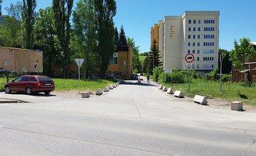 Problematické parkovanie pri Klientskom centre na pozemkoch Žilinskej univerzity