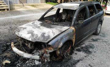 FOTO: Na Suvorovovej ulici v Žiline ráno horelo osobné auto