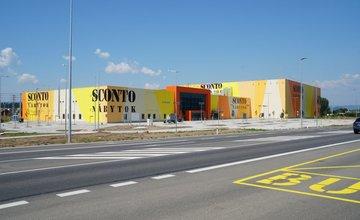 FOTO: Práce na výstavbe predajne SCONTO Nábytok pomaly finišujú