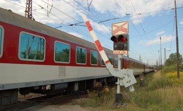 Kamión prerazil závory na železničnom priecestí v meste Turany