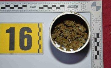 Kriminalisti zadržali v Žiline 34-ročného muža, ktorý mal obchodovať s drogami