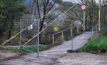 Uzatvorenie lávky pre peších v mestskej časti Vranie