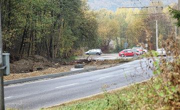 FOTO: Práce na výstavbe chodníka a cyklochodníka medzi sídliskami Solinky a Vlčince