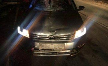 Dve dopravné nehody v rovnakom čase, autá zrazili chodkyne bez reflexných prvkov