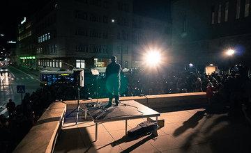 FOTO: V predvečer novembra 89 v Žiline pochodovalo Za slušné Slovensko približne 600 ľudí