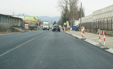 FOTO: Nový asfaltový koberec už aj na Kamennej ulici