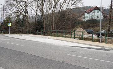 Novovybudovaná zastávka MHD Pod vinicou v mestskej časti Závodie
