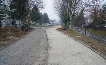 FOTO: Výstavba chodníka a cyklochodníka na sídlisku Solinky