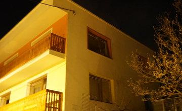 AKTUÁLNE: V rodinnom dome v Trnovom došlo k výbuchu, zasahujú všetky záchranné zložky