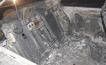 Krádež a zapálenie vozidla taxi na Orave
