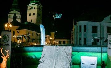 FOTO: V Žiline sa na Big Jump 8 stretli vybraní snowboard a freeski jazdci