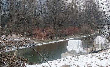 FOTO: Práce na stavbe novej lávky v mestskej časti Vranie
