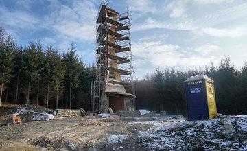 FOTO: V Trnovom stavajú zvonicu s kaplnkou svätého Juraja