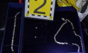 Odcudzené šperky zo zaparkovaného osobného auta Volkswagen v Žiline