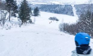 FOTO: Vo Varíne pod Jedľovinou pri Žiline sa cez víkend lyžovalo, otvorené bude aj ďalší víkend