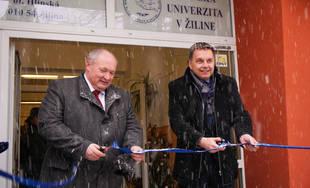 FOTO: Minister financií Peter Kažimír dnes v Žiline odovzdal zrekonštruované internáty