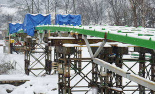 FOTO: Postup prác na stavbe novej lávky v mestskej časti Vranie