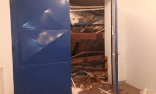 FOTO: V obci Oravská Lesná sa zrútila strecha výrobného závodu