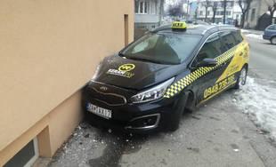 Nebezpečný vodič búral do áut v Žiline