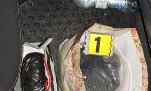 Policajti objavili v zastavenom vozidle v Kotešovej marihuanu
