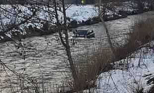 FOTO: Vodič jazdil na SUV po koryte Rajčanky v Žiline