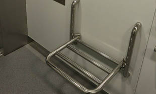 FOTO: Prvý zo štrnástich výťahov v žilinskej nemocnici bol vymenený