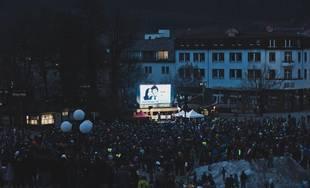 FOTO: Rok po vražde Jána a Martiny sa v Žiline zišlo na zhromaždení približne dvetisíc ľudí