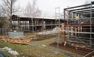 FOTO: Unimobunky pri Novej menze búrajú, na mieste vznikne parkovisko a neskôr budova