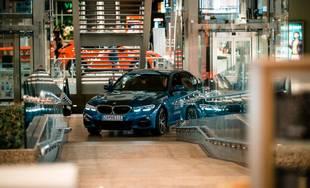 Príprava na žilinský autosalón MD-Bavaria v obchodnom centre Aupark