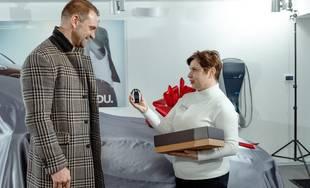 Herec Tomáš Maštalír si prevzal nové BMW v Žiline