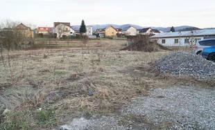 Pozemok pre plánovanú výstavbu predajne COOP Jednota v Trnovom