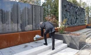 Darovanie pamätných tabúľ na cintoríne na Bôriku